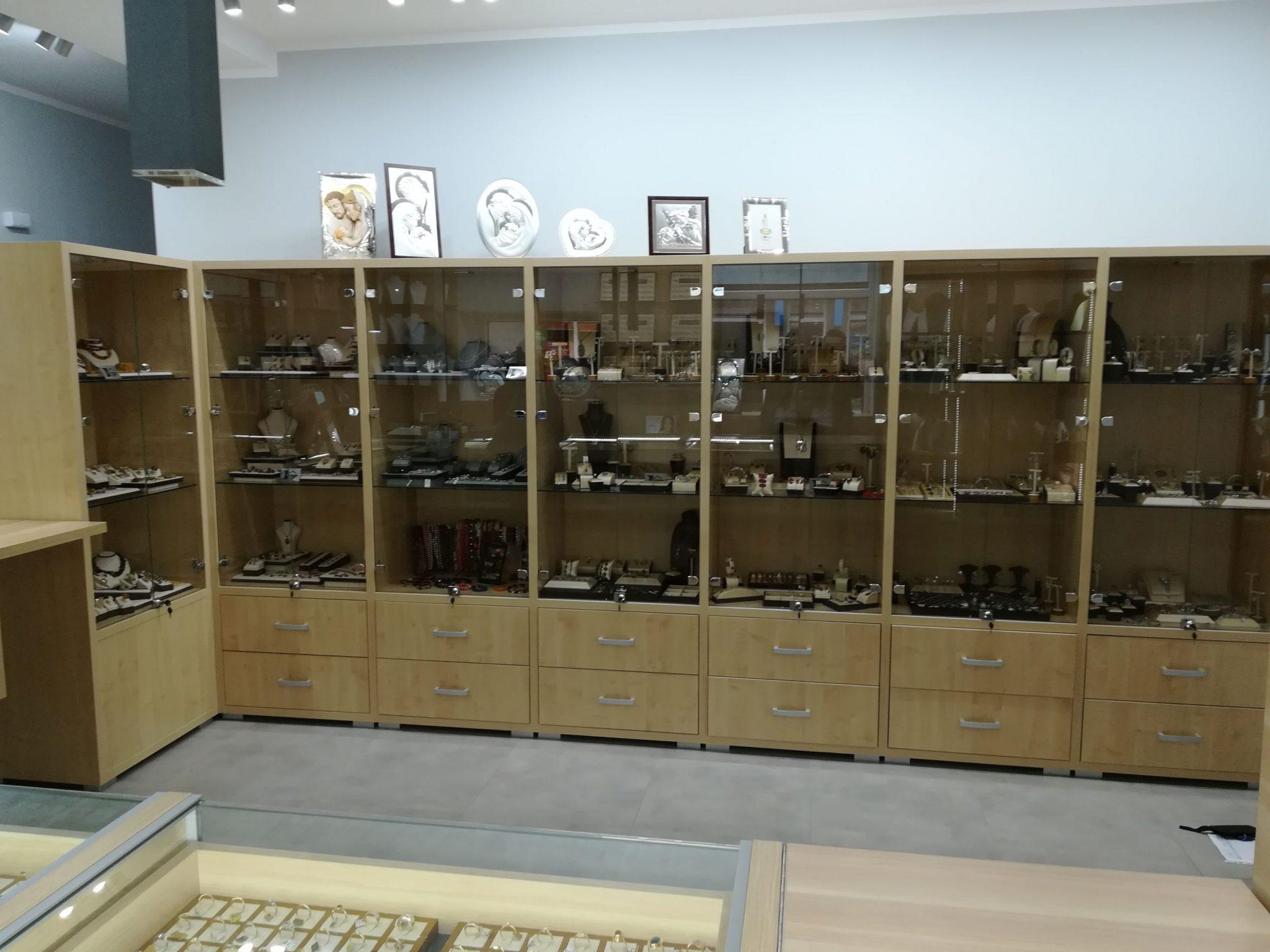 Sekwoja Dębica - Meble w sklepie jubilerskim