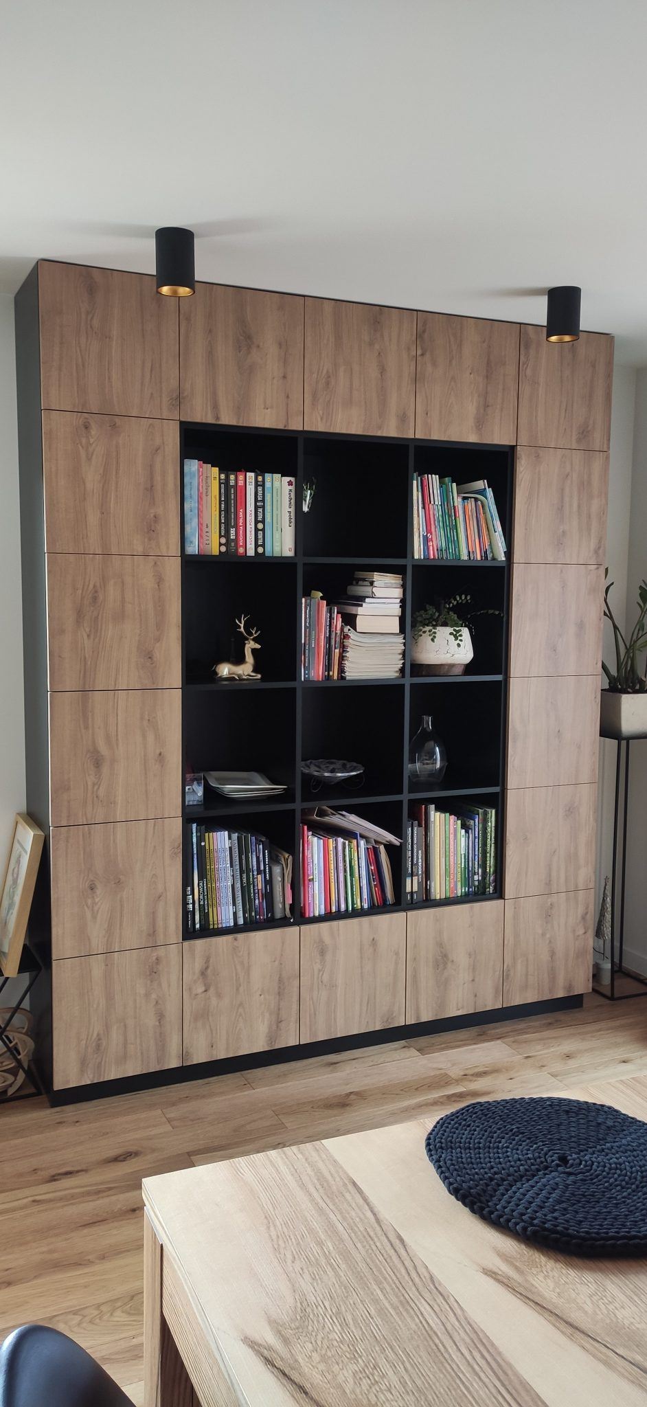 Sekwoja Dębica - Szafa i regał-biblioteczka w industrialnym stylu