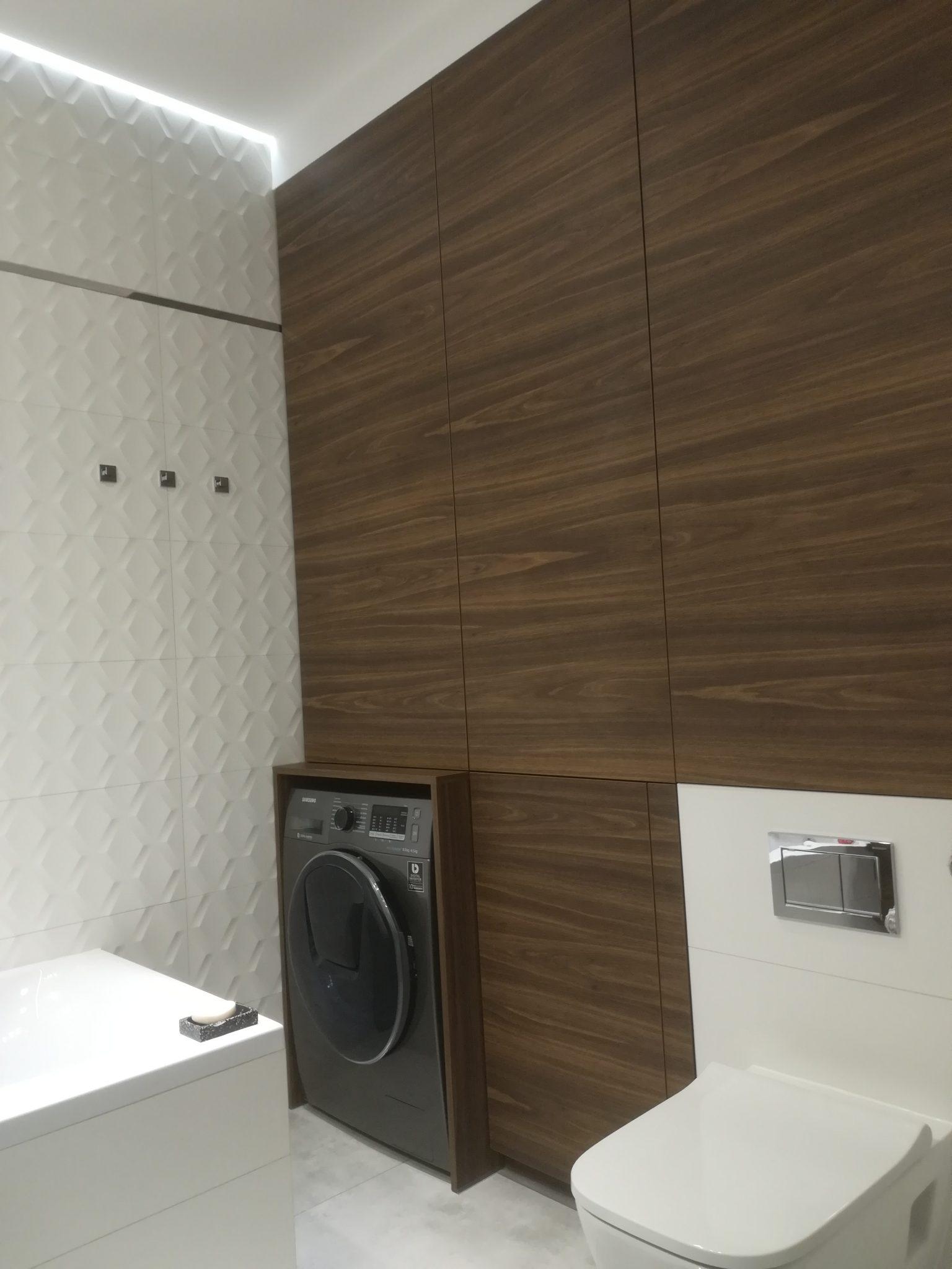 Sekwoja Dębica - Jasna łazienka z wyraźnym akcentem drewna